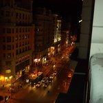 Desde la habitación , vista nocturna de la gran Via