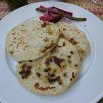 pupusas (loroco con ayote, chicharron, quesillo)
