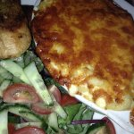 Macaroni cheese with garlic bread and salad 6 pounds