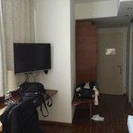 Zimmer 223, Blick auf TV und Flur