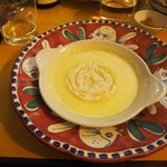 Melted pecorino cheese plate with white chocolate and beer crema