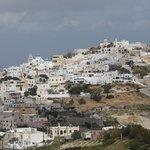 Au pied de cette colline, la taverne Kallisti