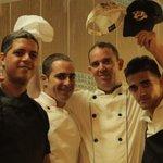 Équipe cuisinier dans le buffet