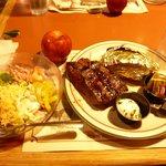ステーキとベイクドポテト