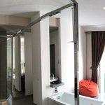 Room 9, Deluxe