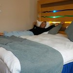Heerlijk breed bed met een kwaliteit matras.