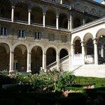 Hospitel-Hotel courtyard garden