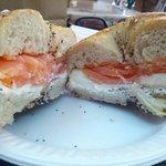 Bagel al salmone a crema di formaggio !! Ottimo come colazione energetica..
