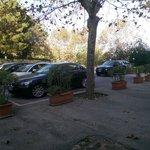 Parcheggio lato ingresso