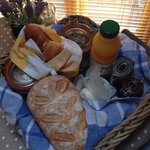 The fresh bread and local homemade produce in our breakfast hamper were amazing !