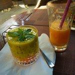 Fruit starter with carrots, cashewnuts, mango/kiwi/papaya pulp and mint!