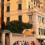 Hotel Casmona exterior.