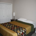 3-Bedroom Unit (Room - One Queen Bed)
