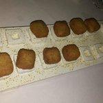 Croquetas líquidas de queso de cabra y ortigas