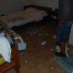 e cade il soffitto sul letto