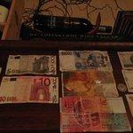Varie monete straniere fra cui le nostre vecchie Lire!!!