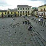 Praça em frente ao monastério