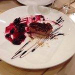 Foie micuit con crujiente y arándanos