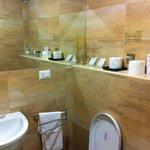 Angolo del bagno della stanza caesar