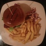 British Hamburger con patatine fritte