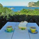 Caffè e torta con vista meravigliosa