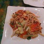 Очень вкусный салат с лотосом и курицей