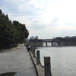 川沿いは散歩に最適