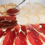 tabal de jamon de teruel y queso de trochon
