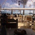 Café da manhã gostoso com vista para o mar; uma delícia!!