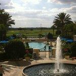 Vista da piscina e campo de Golf