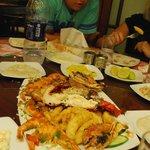 35$за блюдо с устрицами, королевскими креветками, омаром, кальмарами в кляре и какой-то рыбой.