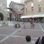 l'animazione della piazza con la fontana