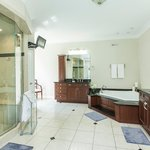 Ultimate Bathroom   The Executive Suite