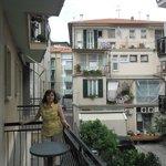 Вид с балкона на улицу