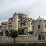 la vicina moschea