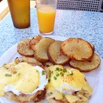 Eggs Benedict w/ Fresh Squeezed Orange Juice.  Excellent!!