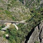 Viaduc du Scarassoui - Le train passe dessus, entre dans un tunnel hélicoidal, et repasse plus h
