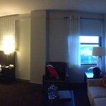 Chambre et coin salon