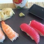 Suchi Counter: Amaebi and tuna sushi
