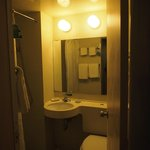 ห้องน้ำไม่ใหญ่มาก แต่สะอาด