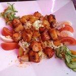 Salade Resie, heerlijk!! Meer dan voldoende als maaltijdsalade. Geserveerd met brood.