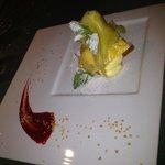 Millefoglie croccantissimo con crema chantilly e frutta fresca...