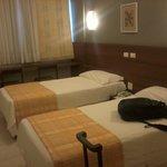 Quarto c/ 2 camas, ar, tv a cabo e água quente