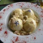 gnochi rellenos de queso y curry