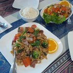 Our main courses: Cashew Nut Chicken and Pad See Ew (Drunken Noodles) with chicken
