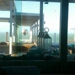 desde el hall del hotel, la vista al mar