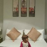 La cama con la pequeña