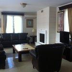 Realzing lounge area