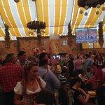 una mega fiesta de cerveza