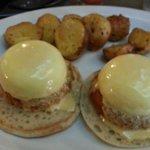 Crab cake eggs benedict